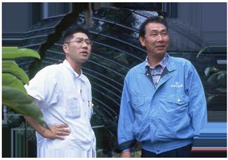 宮島達男(左)と海老沼先生(右)